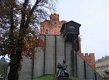 Пам'ятник Ярославу Мудрому біля київських Золотих воріт