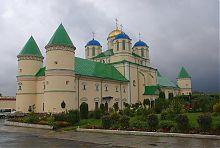 Свято-Троїцький храм Межиріцького монастиря