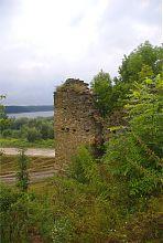 Юго-западная башня замка в Новомалине