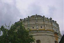 Аттиковий ярус Луцької надбрамної вежі в Острозі