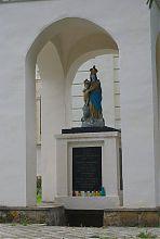 Статуя Пресвятой Богородицы часовни Успенского костела в Остроге