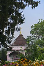 Центральний фасад Миколаївської каплиці в Острозі
