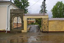 Оборонная стена бывшего острожского монастыря капуцинов