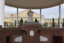Скульптурная композиция памятника княгини Марии Ровненской