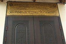 Центральний вхід рівненської синагоги