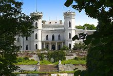 Центральний фасад палацу в Шарівці