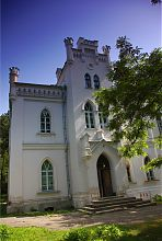 Ризаліт центрального входу західного крила Шарівського палацу