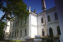 Центральный фасад западного крыла дворца