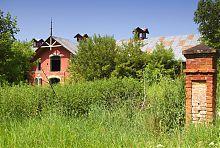 Конюшенный комплекс в юго-западной части парка в Натальевке