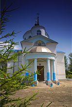 Центральний вхід пархомівської церкви Покрова Богородиці