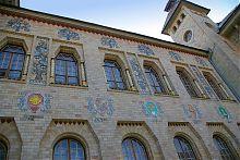 Герби на фасаді Полтавського краєзнавчого музею