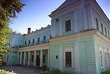 Центральный фасад ракитнянского усадебного дворца