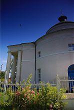 Южный фасад Свято-Михайловского храма в Ракитном