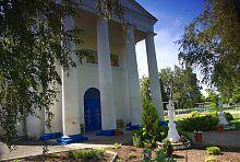 Западный ризалит Архангело-Михайловской церкви в Ракитном
