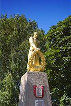 Скульптура ракитнянского памятника погибшим воинам