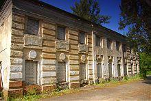 Южный фасад хозяйственного корпуса имения Шидловских
