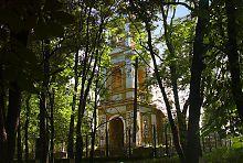 Парковий фасад храму в Старому Мерчику