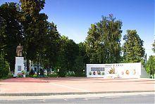 Памятник над братской могилой погибших при освобождении Ольшан во время Второй мировой в Ольшанах