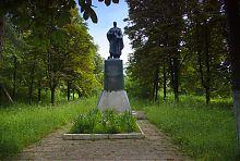 Пам'ятник полеглим у Другій світовій війні в Люботині (Гиївка)