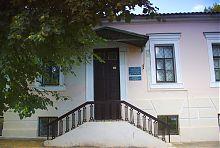Центральний вхід чугуївського краєзнавчого музею