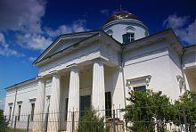 Южный колонный портик чугуевского храма Покрова Богородицы