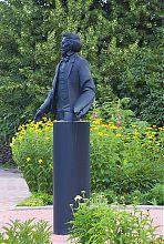 Памятник Илье Репину на территории усадьбы в Чугуеве