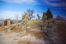 Аллея скифских баб на изюмской горе Кременец