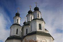 Храмовое завершение в стиле украинского барокко изюмского собора