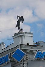 Здание со Скрипачом на крыше в Харькове