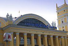 Центральный вход харьковского железнодорожного вокзала в Харькове