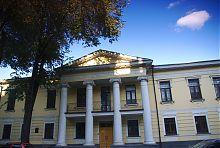 Колонный портик центрального входа усадебного дома