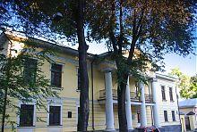 Центральный фасад усадьбы Д.Ф. Сердюкова в Харькове