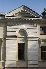 Ризалит центральної частини північного фасаду садибного будинку Мінстера