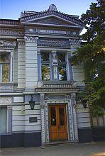 Центральный вход особняка Бекетовых в Харькове