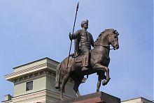 Памятник первому харьковскому казаку на проспекте Науки