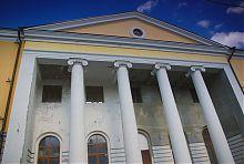 Колонный портик центрального входа харьковской университетской церкви
