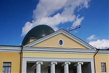 Фронтон и купол университетской церкви в Харькове