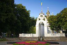Западный фасад фонтана Зеркальная струя