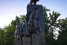 Будущее воплощенное в скульптурах памятника Кобзарю в Харькове