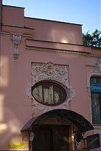 Центральний вхід харківського особняка М.К. Уткіна