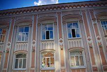 Фасад центрального корпусу Третьої чоловічої гімназії Харкова