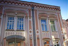 Бічний вхід колишньої Третьої харківської гімназії