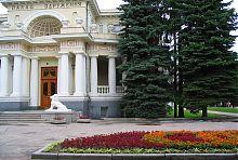 Центральный вход бывшего особняка Александра Иозефовича