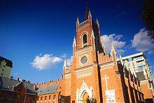 Западный фасад храма Успения Пресвятой Девы Марии в Харькове