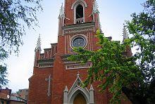Центральный фасад харьковского костела Успения Пресвятой Девы Марии
