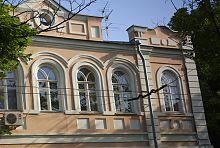 Декор верхнего яруса институтского здания в Харькове