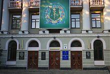 Центральный вход харьковского медицинского университета
