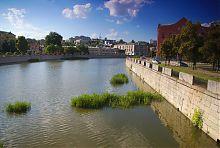Гранітна набережна річки Харків в слобожанської столиці