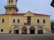 Центральний фасад Кам'янець-Подільської ратуші