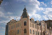 Стилизованная угловая башня бывшего Дома колхозника в Харькове